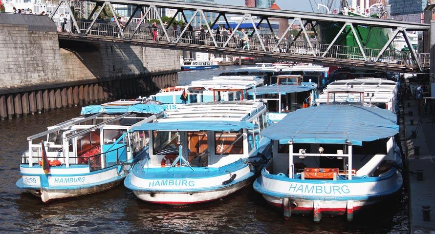 Landungsbrücken am Hafen nahe St. Pauli