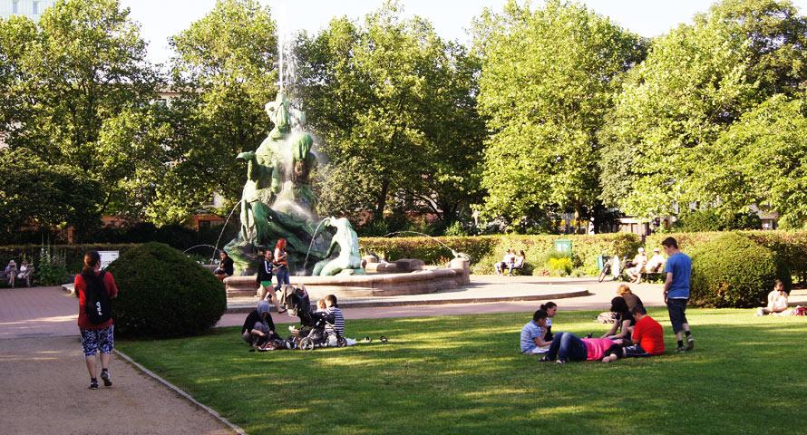 Stuhlmannbrunnen unweit vom Altonaer Rathaus