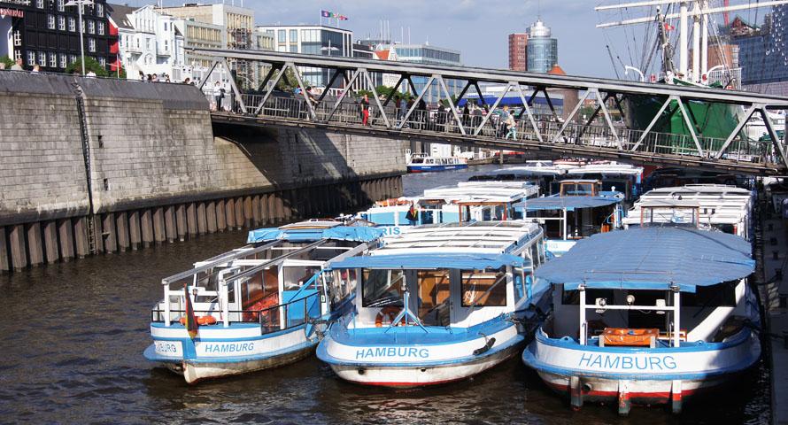 Barkassen an den Landungsbrücken