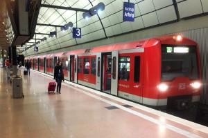 Mit der S-Bahn zum Flughafen Hamburg