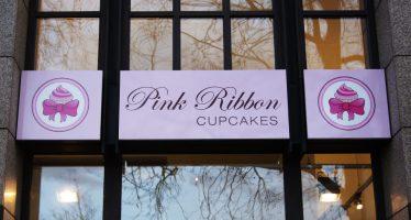Pink Ribbon: Hausgemachte Cupcakes und Brownies