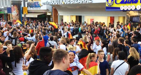Deutschland schlägt USA: So feierte Hamburg den Sieg (Video)