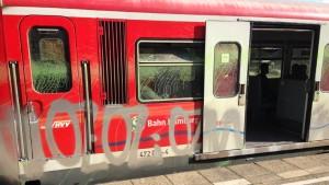 """Hamburger S-Bahn beschmiert mit """"Oz"""" Tags"""