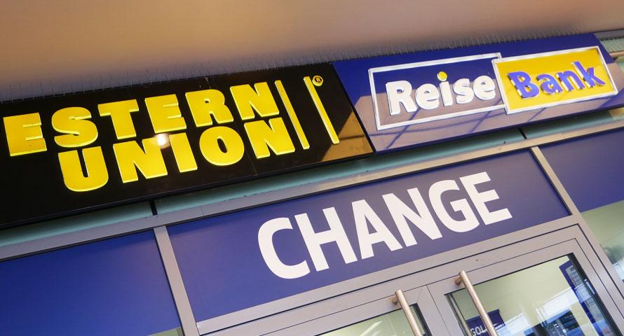 Reisebank und Western Union im Altonaer Bahnhof