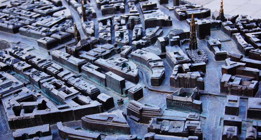 Stadtrelief am Rathausmarkt lässt die Hamburger Innenstadt erfühlen