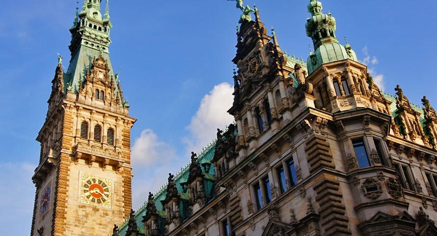 Hamburger Rathaus bröckelt – Steinmetze kennen den Grund