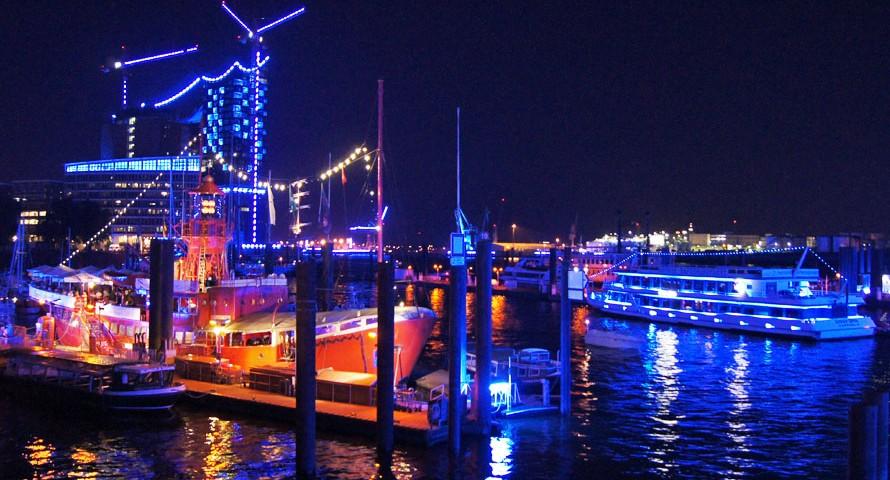 Hamburg Cruise Days & Blue Port – der Hafen leuchtet blau