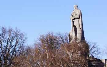 Bismarck-Denkmal: Die Statue des Eisernen Kanzlers