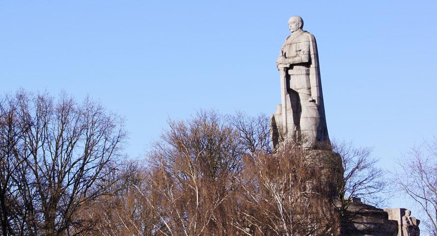 Bismarck-Denkmal – die Statue des Eisernen Kanzlers