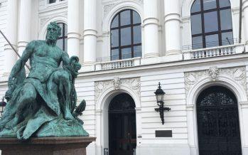 Altonaer Rathaus am Platz der Republik