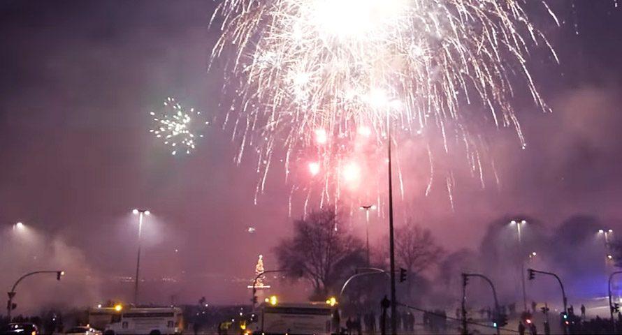Silvesterfeuerwerk an der Hamburger Alster