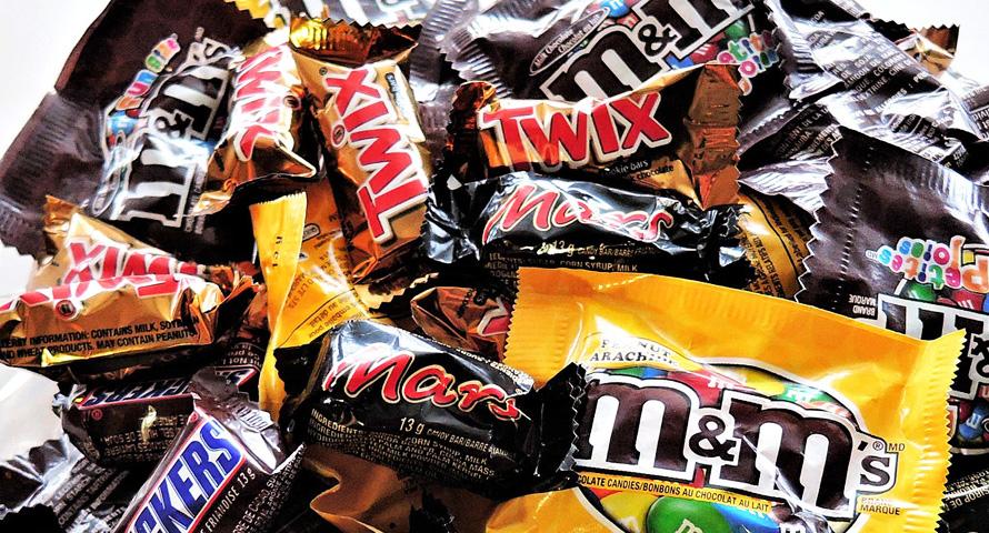 Süßigkeiten und Snacks für den Bauchladen
