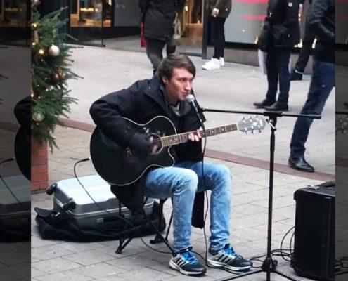 Straßenmusiker covert CL500 von GZUZ in Hamburg
