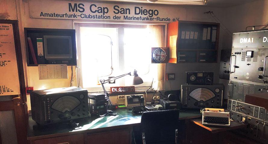 Funkraum der Cap San Diego