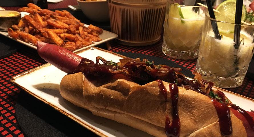 """Leckerer Hot Dog im """"Hook Dogs"""" Hamburg"""