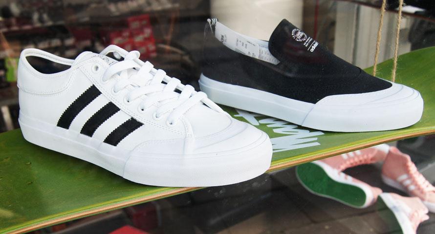 Adidas Sneaker im Mantis Skateshop