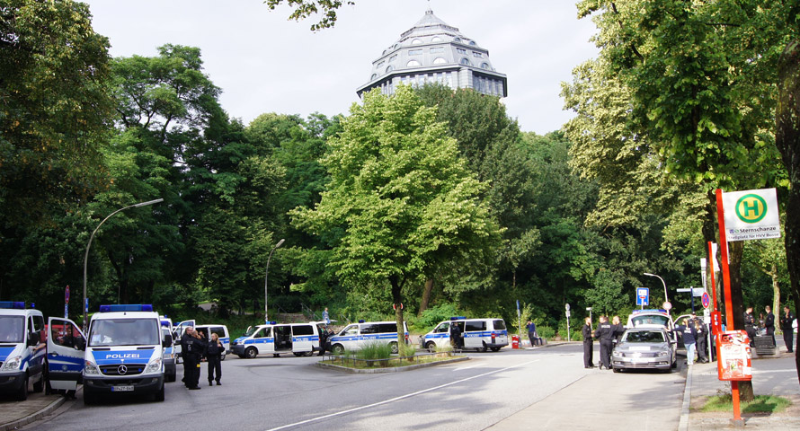 Polizeipräsenz am Bahnhof Sternschanze