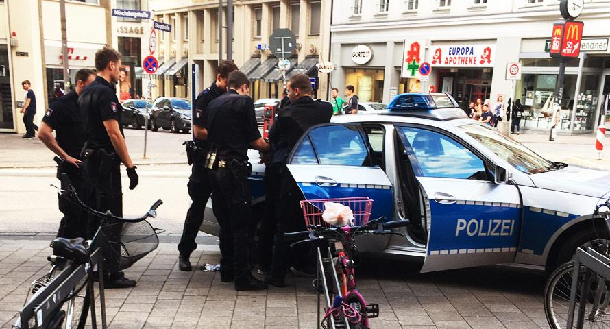 Schmierfink verziert CDU Wahlplakate