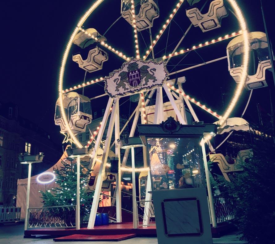 Historisches Riesenrad auf Weihnachtsmarkt Hamburg