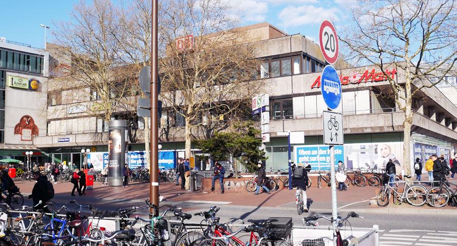 Bahnhof Altona von außen - ehemals Kaufhof