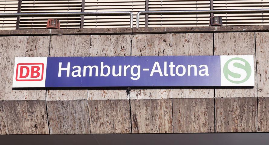 Hamburg-Altona - Bahnschild für DB und S-Bahn