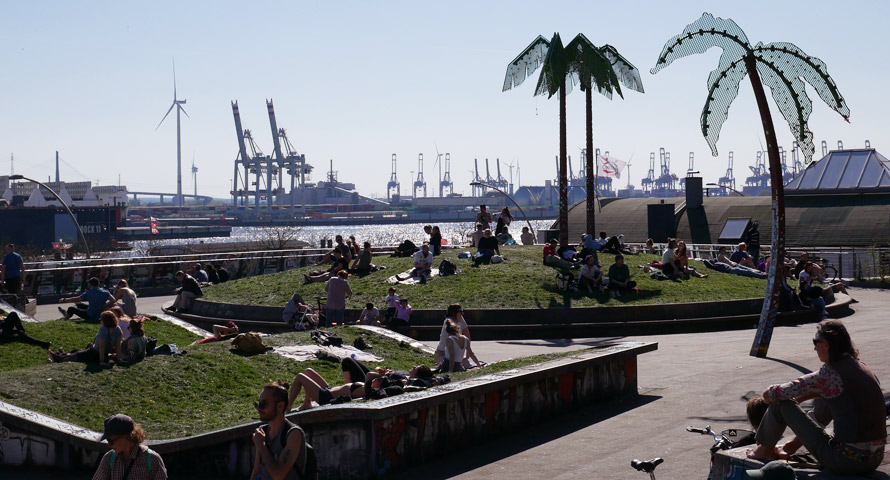 Palmen aus Plastik im Park Fiction