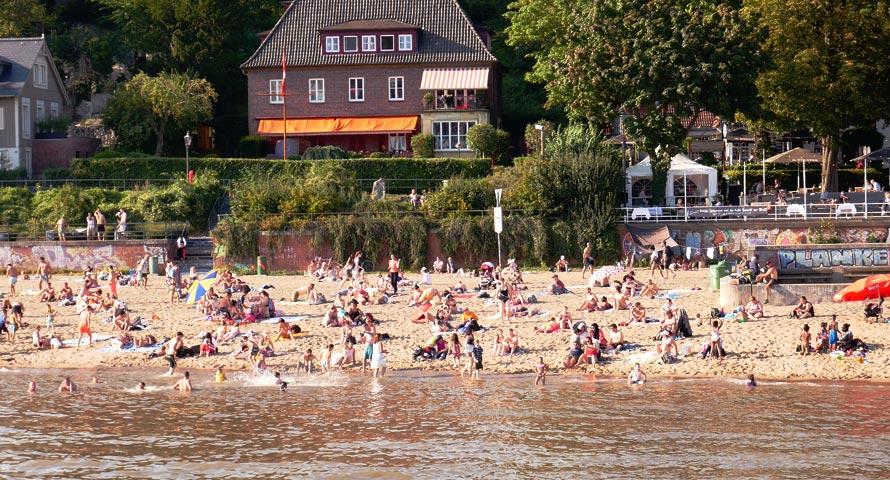 Der Elbstrand in Hamburg reicht von Oevelgönne bis Rissen