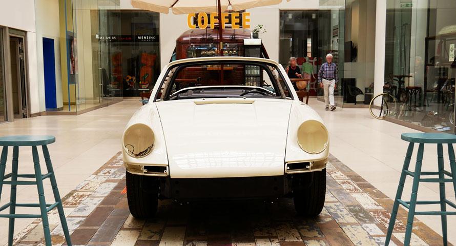 Weißer Porsche 911 Targa Karosserie in Hamburg